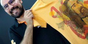 Camiseta com Pedraria e Sublimação