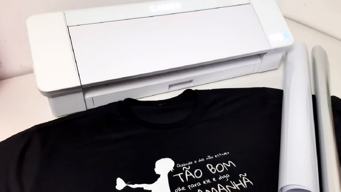 Criando Camisetas com Frases e Silhouette com Filmes de Recorte